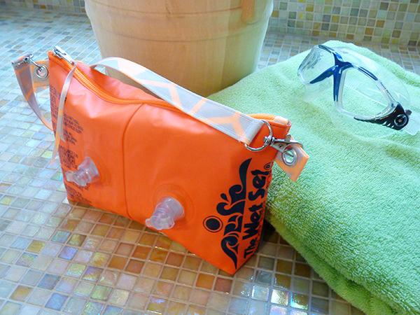 Aus-Alt-mach-Neu-15-Upcycling-Geschenke-für-Weihnachten-Schwimmflügeltasche-1