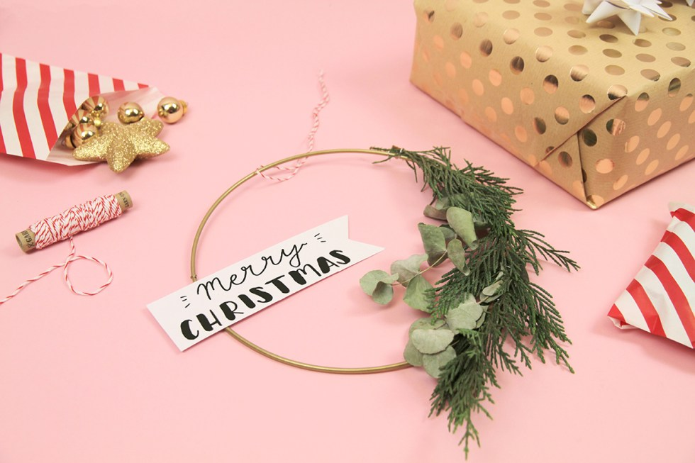 Makerist-Weihnachtsdeko-selbermachen-Eukalyptus-Kranz-mit-weihnachtlichem-Handlettering-basteln-1
