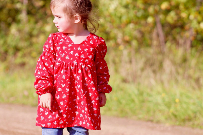 Makerist-Kleid-selber-nähen-Schnittmuster-für-den-Frühling-Festkleid-Vasilia