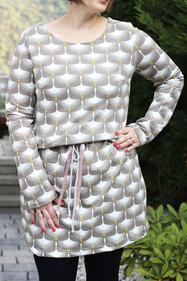 Makerist-Kleid-selber-nähen-Schnittmuster-für-den-Frühling-Hoode-Kleid-Mrs.-Gracy