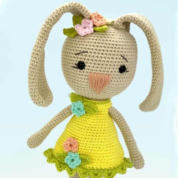 Makerist-Hase-Bär-undCo.-Unsere-17-beliebtesten-Amigurumi-Anleitungen-Häschen-Carlotta-1