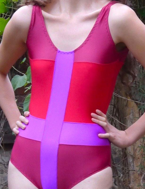 Makerist-Bikini-Badeanzug-und-Co-selber-nähen-17-Anleitungen-für-den-Sommer-Badeanzug-Im-Fadenkreuz