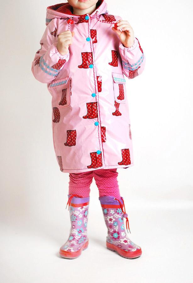 Makerist-Outdoorkleidung-selber-naehen-15-Anleitungen-fuer-jedes-Wetter-Regenmantel-Kinder