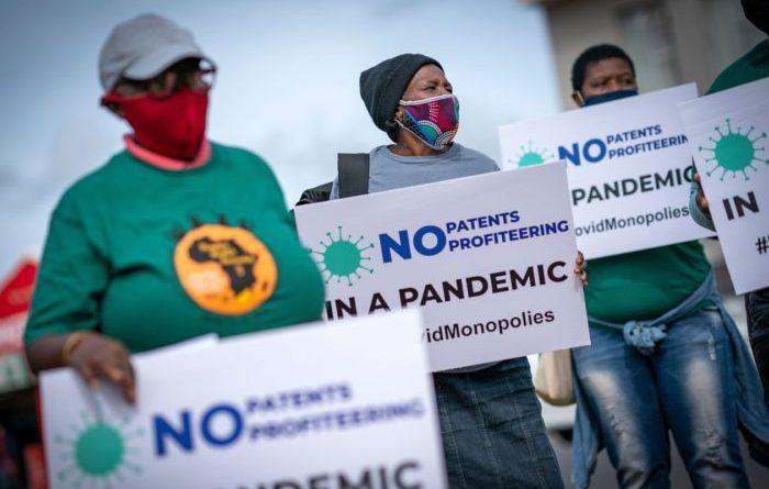 Non solo green pass: nella pandemia sono in gioco democrazia, transizione ecologica ed equità vaccinale