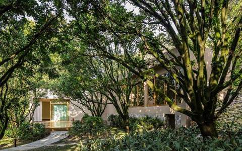 eco-friendly retreats plastic-free retreats sustainable retreats