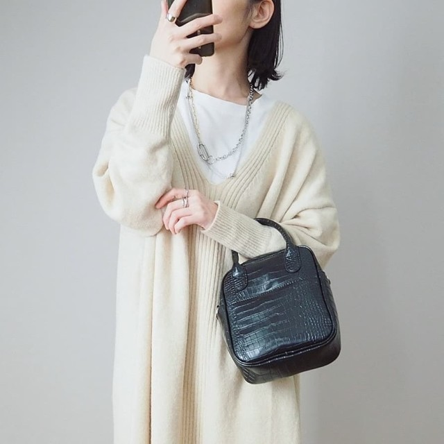 おしゃれさんはどんな「バッグ」を持ってるの? ファッショニスタ愛用品を徹底調査!/カジュアルで終わらせない! 「ミニバッグ」でいい女を演出