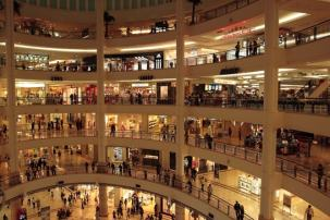 I negozi dentro le Petronas