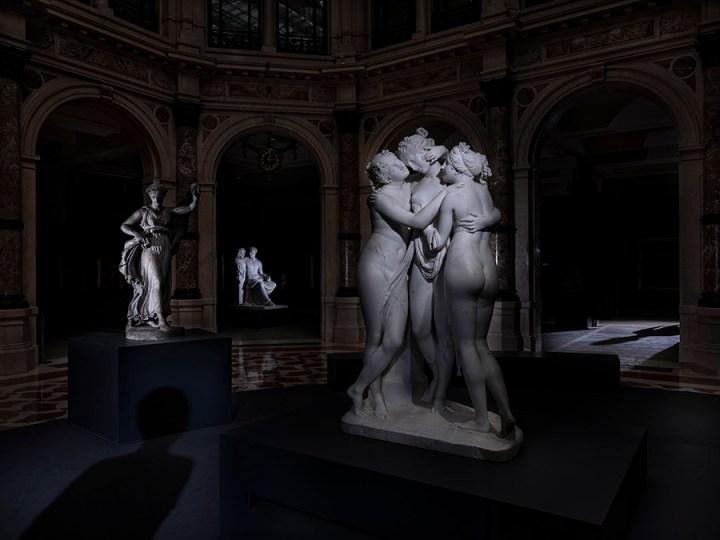 """""""Galleria d'Italia, Milano. Antonio Canova. Le Tre Grazie. 1812-1817"""". © Paolo Woods & Gabriele Galimberti"""