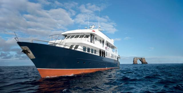Liveaboard diving in the Pacific