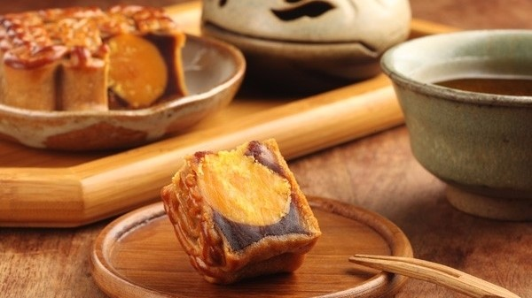 Salted Egg Yolk Mooncake