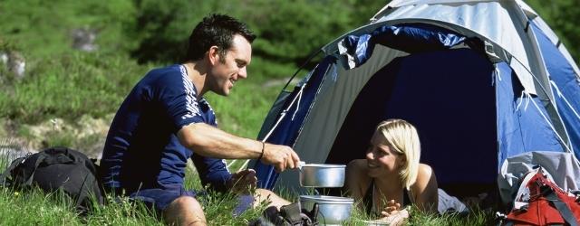 Amori estivi: come comportarsi da single in campeggio