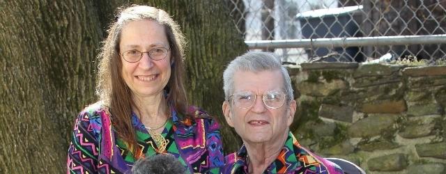 Coppia indossa abiti simili da ben 30 anni solo per amore