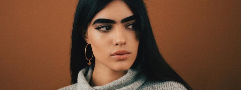 Da vittima di bullismo per le sue sopracciglia a modella famosa: la storia di Natalia