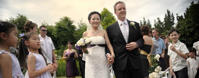 Invitati da tutto il mondo per le nozze di una coppia svizzera