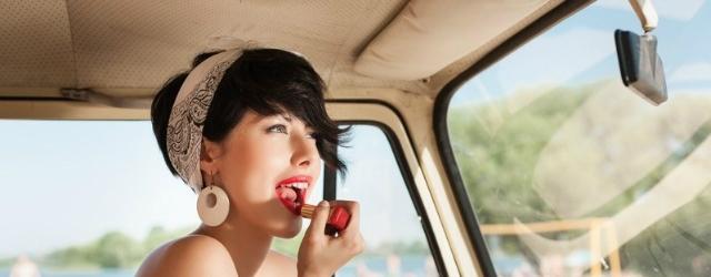 Le donne al volante in un video divertente