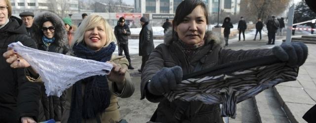 Proteste in Kazakhstan: biancheria intima illegale
