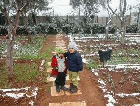 Hannas Enkelkinder im Garten