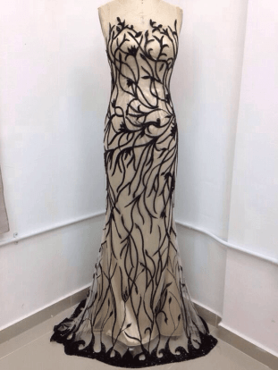 Kleid von Ahmed Khsha