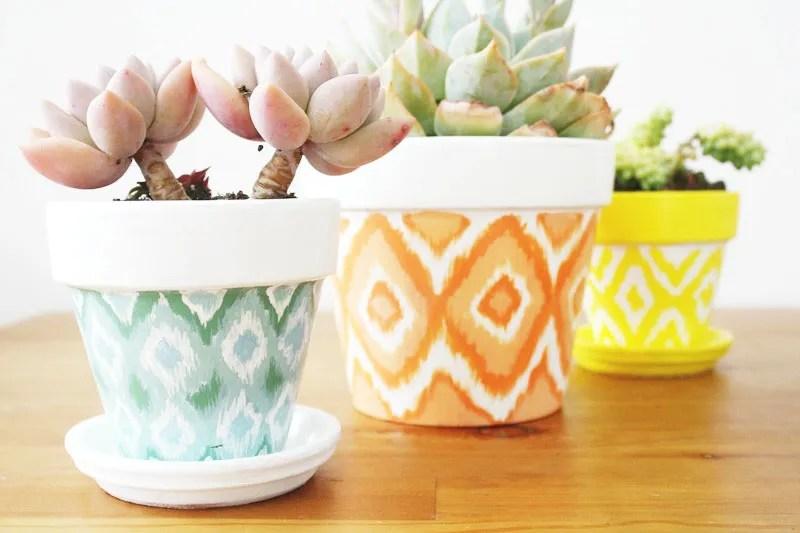 decorare i vasi dipingendoli