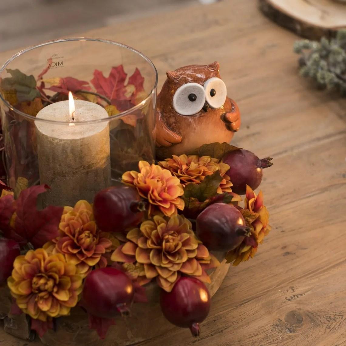 tavola autunnale - candela centrotavola con gufo e pigne