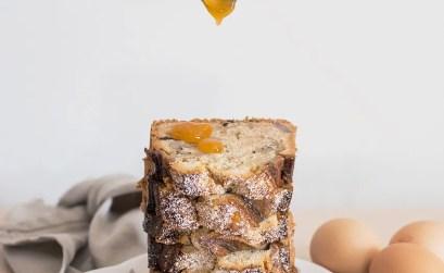 Banana bread con cioccolato fondente e caramello salato