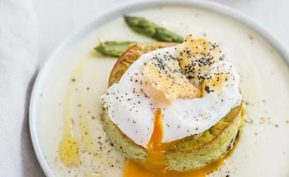 Flan agli asparagi con fonduta al Castelmagno e uovo pochè, l'antipasto per la tua Pasqua.