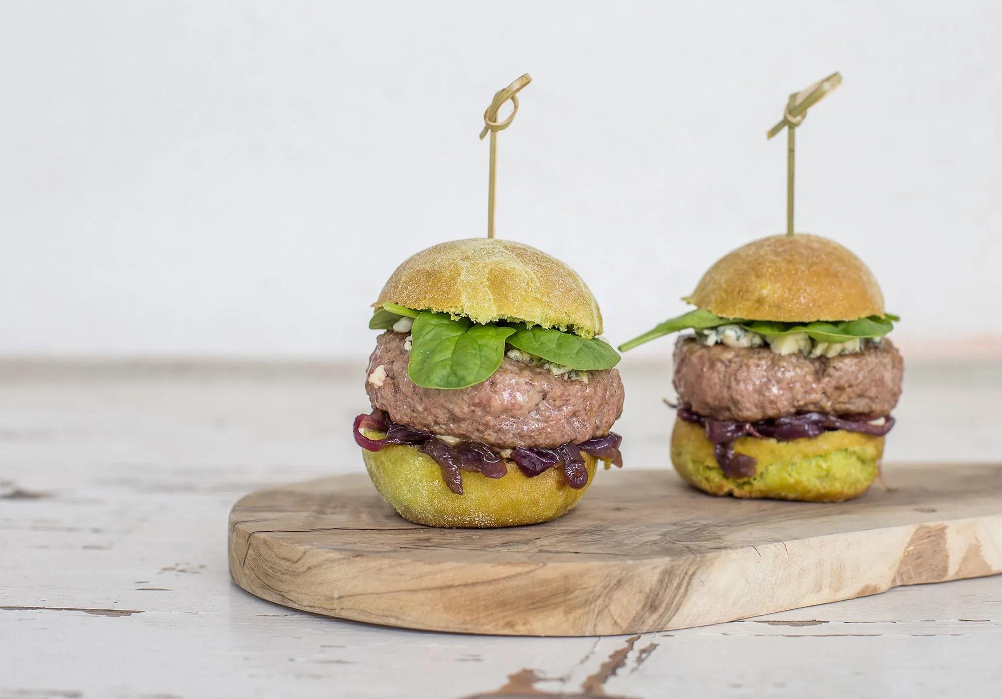 Amato Hamburger al barbecue con bun agli spinaci e cipolla caramellata MS77