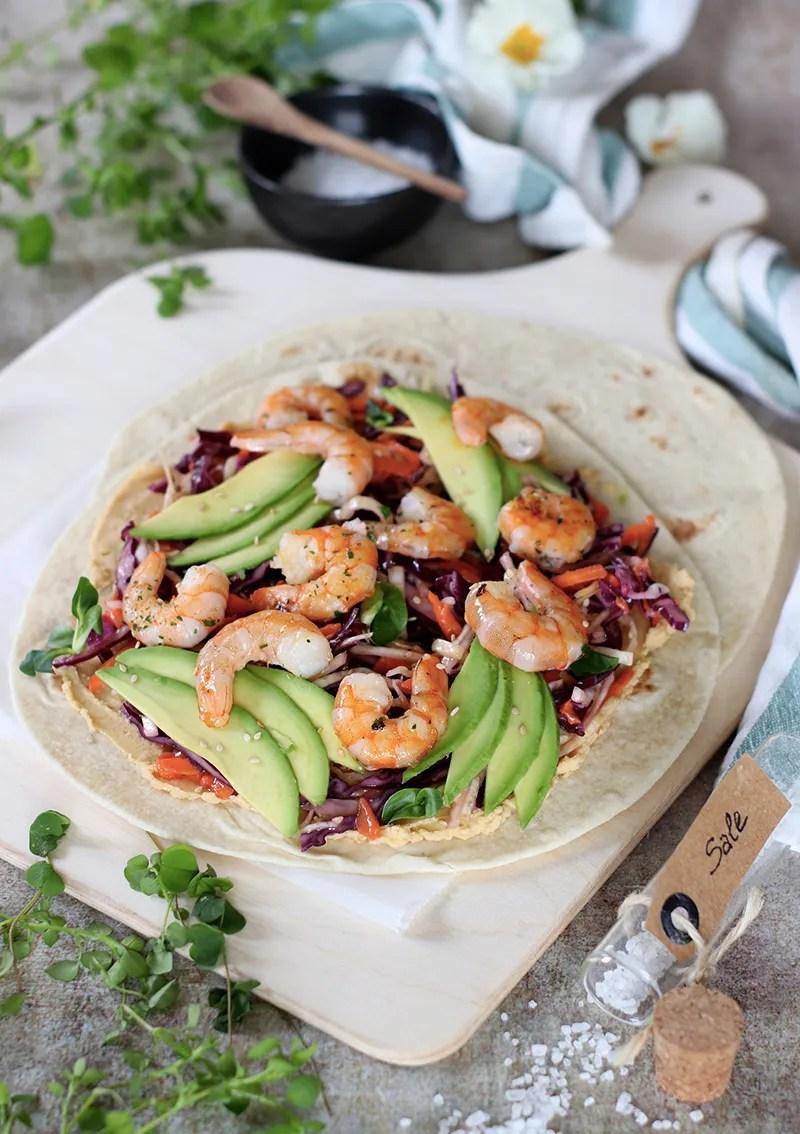 Wrap di gamberi alla griglia con coleslaw e avocado - la ricetta