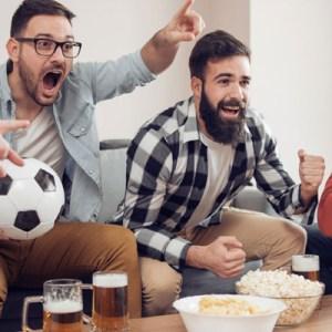idee regalo per la festa del papà - amante dello sport - calcio basket partita in tv