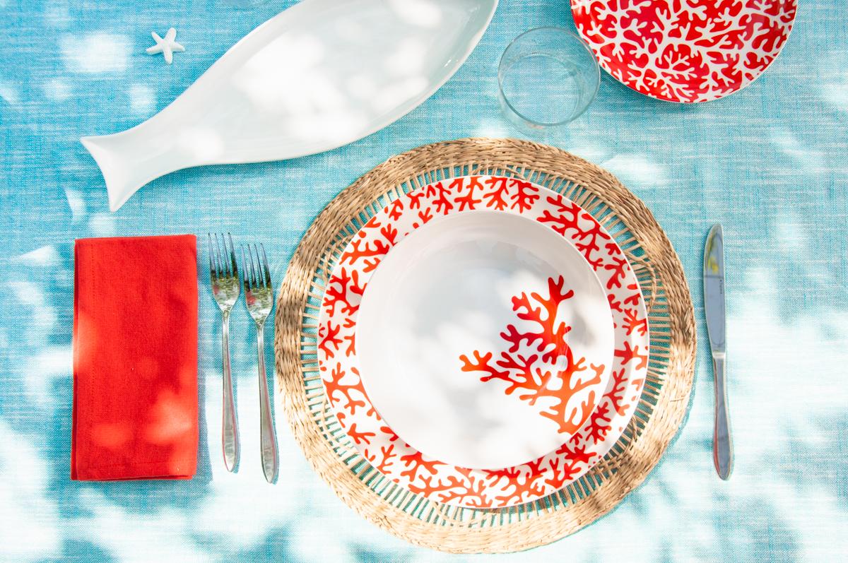 tavola al mare rosso corallo