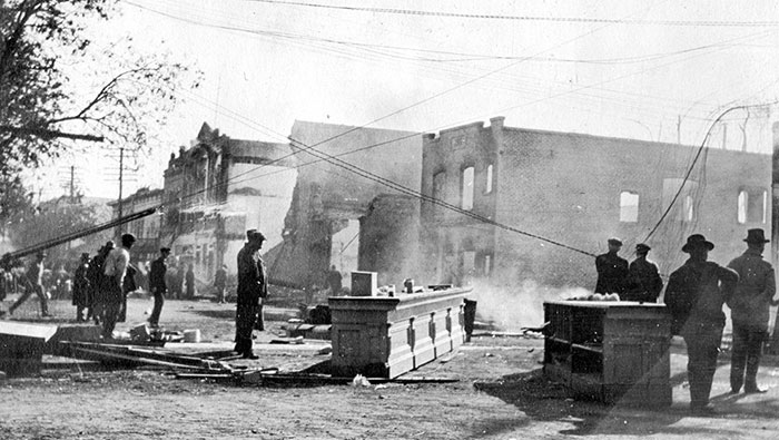 Archive photo of 1916 fire in downtown Davis