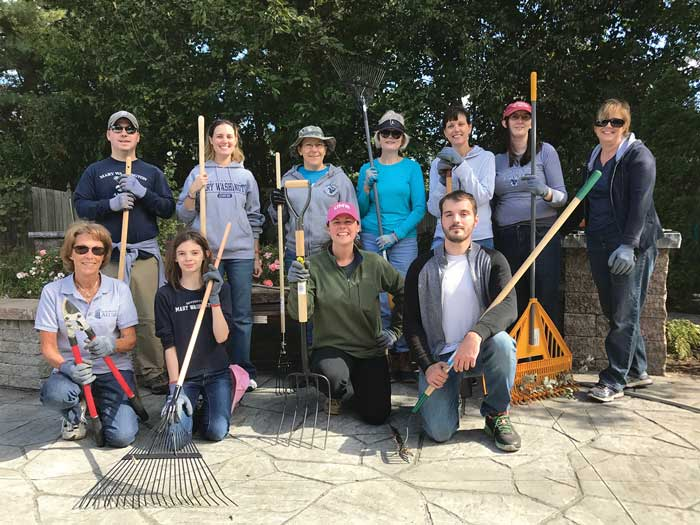 The Fredericksburg Regional Network and COAR Affinity Group got to work for the Into the Streets event. Back row: Donald Patterson MBA '13, Elinor Tuhy '10, Jeanine Meerscheidt, Prentice Einarsen '92, Karine Close, Amanda Genter '99, and Karen Thompson Lovas '86. Front row: Patti Boise Kemp '69, Emily Genter, Rebecca Heflin Chinn '08, and Kevin Close.
