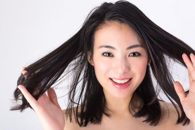 髪の衰えを感じている女性多数!若いうちから実践したい「髪のアンチエイジング」