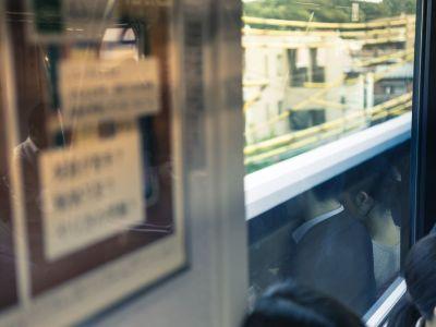 電車内ベビーカー問題。困った時は、親は周りの人に甘えましょう