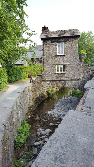 2016-06-Ambleside-bridge-house