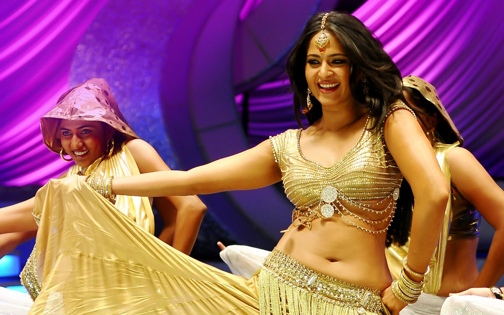 Anushka Shetty Cute Wallpapers Anushka Photos 30 Hd Wallpaper Collections