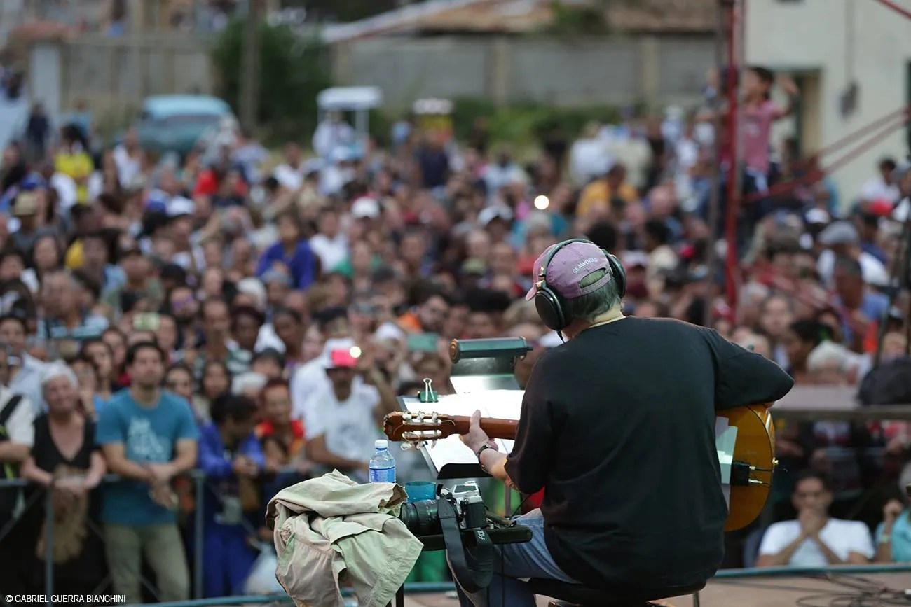Concierto de Silvio Rodríguez en la Gira por los Barrios. Foto: Gabriel Guerra Bianchini.