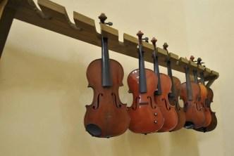 Luthiers in Habana Vieja. Photo: Maité Fernández