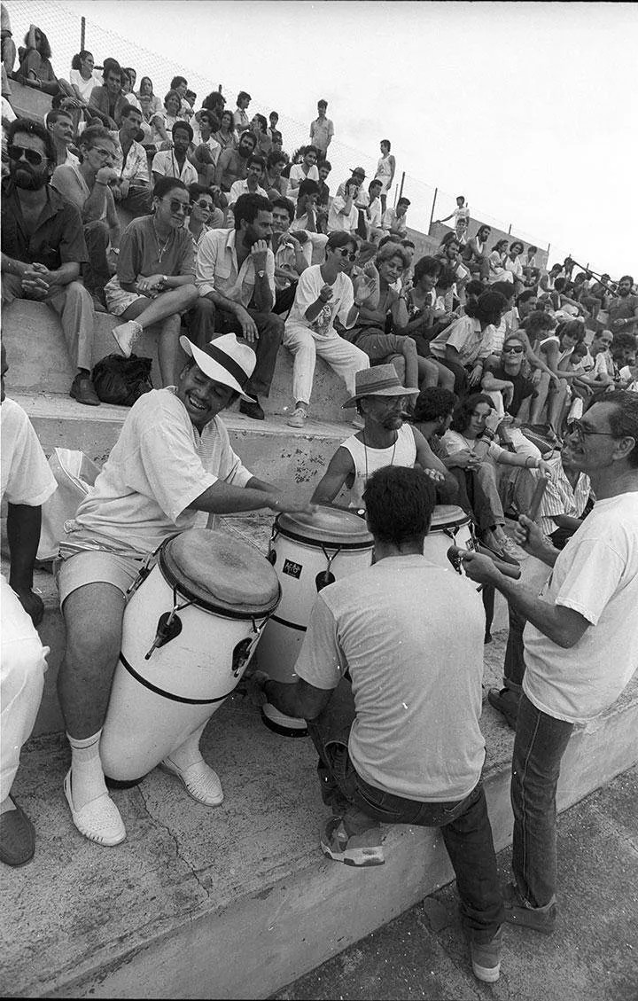 La plástica joven se dedica al béisbol, 1989. Foto: José A. Figueroa. Cortesía Estudio Figueroa-Vives.