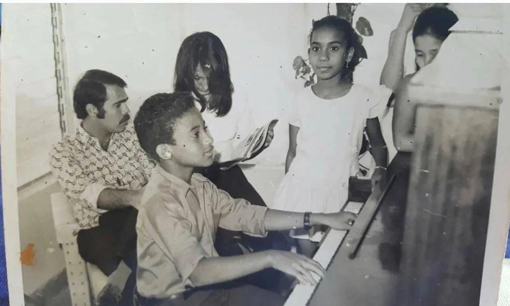 Aymée Nuviola y Gonzalo Rubalcaba de pequeños. Foto: Cortesía de les artistas.