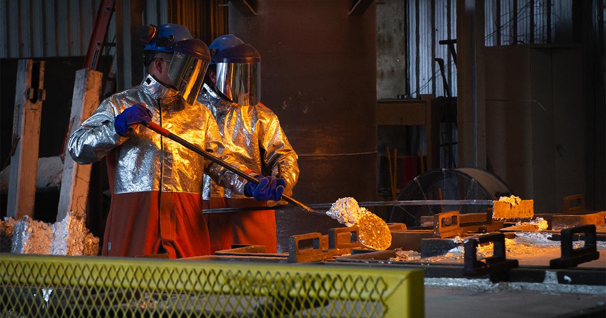 Ouvriers fonte aluminium