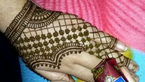 30 elegant Mehndi designs from thae back for ladies