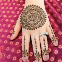 30 elegant Mehndi designs from thae back for ladies (22)