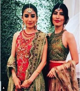 Syra Shahroze & her Sister Palwasha Yousaf at Friend Wedding (20)