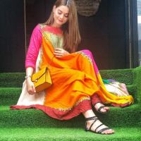 Beautiful Photoshoot of Aiman Khan and Minal Khan (5)