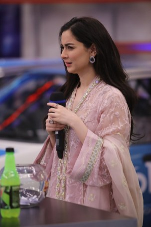 Cricketer Kamran Akmal and Actress Hania Amir in Jeeto Pakistan (3)
