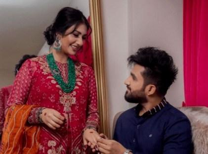 Singer Falak Shabir Romantic Pictures With Sarah Khan (1)