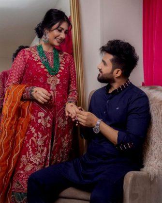 Singer Falak Shabir Romantic Pictures With Sarah Khan (4)