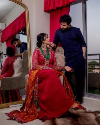 Singer Falak Shabir Romantic Pictures With Sarah Khan (7)