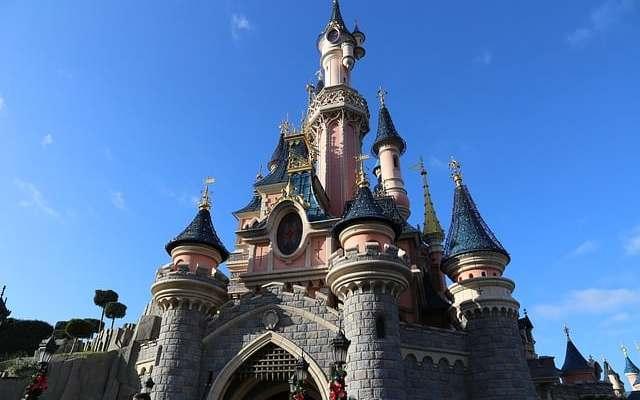 Se stai pensando alla prossima vacanza e di divertirti in compagnia della famiglia o degli amici, non puoi non pensare a Disneyland Paris